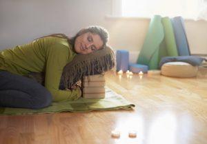 Mit Restorative Yoga Batterien aufladen